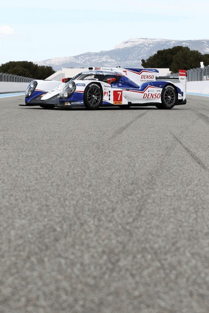 2014 Toyota TS040 Hybrid - on track launch 3