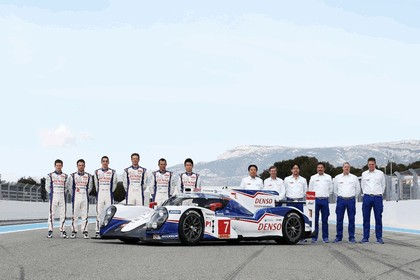 2014 Toyota TS040 Hybrid - on track launch 8