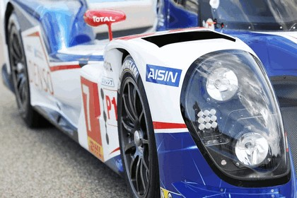 2014 Toyota TS040 Hybrid - on track launch 10