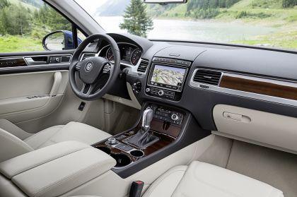 2014 Volkswagen Touareg 25