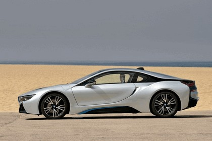 2015 BMW i8 58