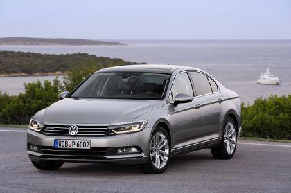 2015 Volkswagen Passat 25