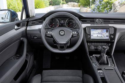2015 Volkswagen Passat 56