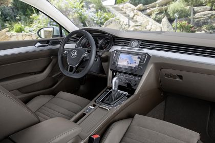 2015 Volkswagen Passat 57