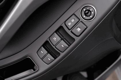 2015 Hyundai Elantra sedan 38