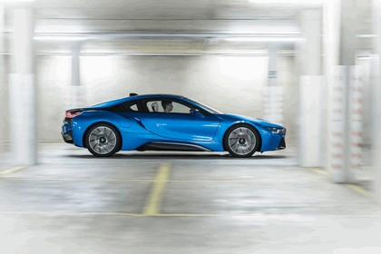 2014 BMW i8 - UK version 6