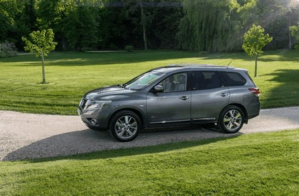 2015 Nissan Pathfinder - Russian version 25