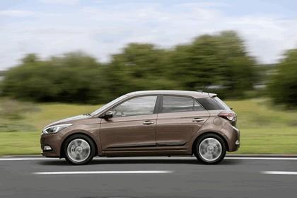 2014 Hyundai i20 11