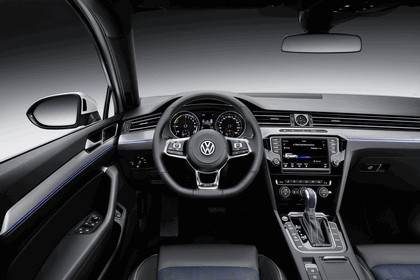 2014 Volkswagen Passat GTE 9