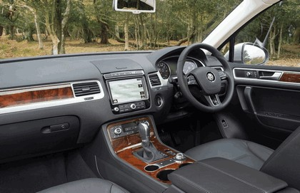 2014 Volkswagen Touareg SE - UK version 27
