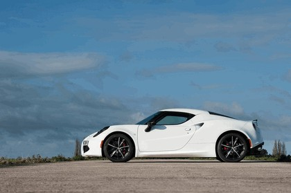 2015 Alfa Romeo 4C - UK version 18