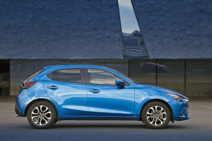 2014 Mazda 2 15
