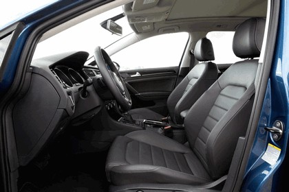 2015 Volkswagen Golf SportWagen - USA version 43