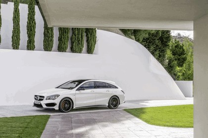 2015 Mercedes-Benz CLA 45 AMG Shooting Brake 13