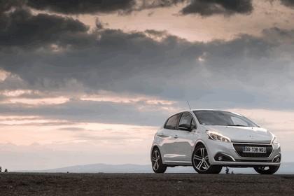 2015 Peugeot 208 11