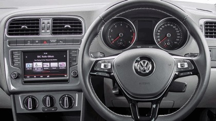 2015 Volkswagen Polo SE Design - UK version 21
