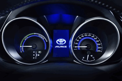 2015 Toyota Auris 28