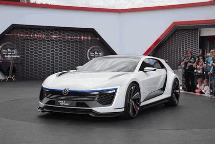 2015 Volkswagen Golf GTE Sport 9