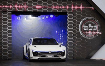 2015 Volkswagen Golf GTE Sport 12