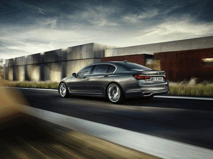 2015 BMW 750Li xDrive with Design Pure Excellence 2