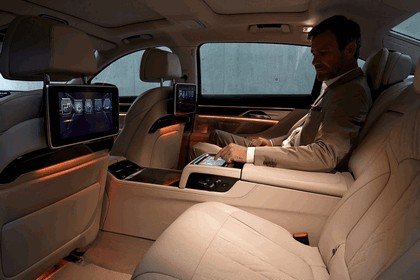 2015 BMW 750Li xDrive with Design Pure Excellence 11