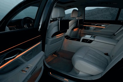 2015 BMW 750Li xDrive with Design Pure Excellence 13