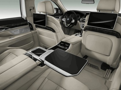 2015 BMW 750Li xDrive with Design Pure Excellence 15