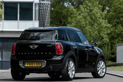 2015 Mini Countryman Cooper D ALL4 Business - UK version 2