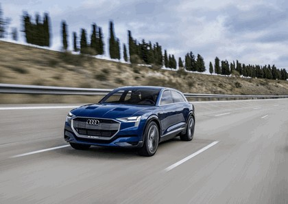 2015 Audi e-tron quattro concept 39