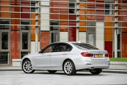 2015 BMW 320d xDrive SE Saloon - UK version 33