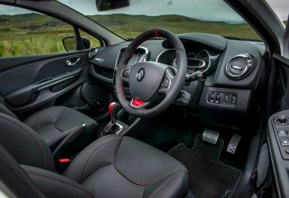 2015 Renault Clio RS 220 Trophy - UK version 39