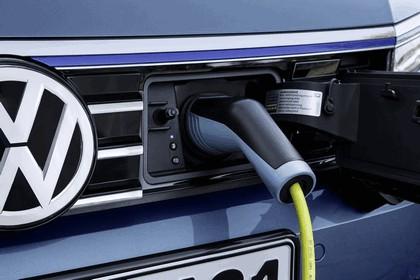 2015 Volkswagen Passat GTE 11