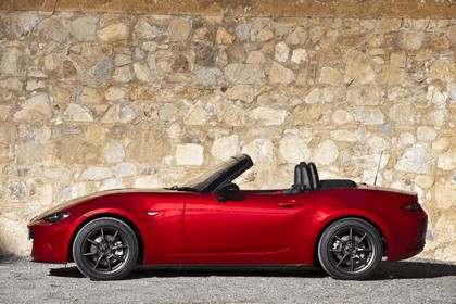 2015 Mazda MX-5 - UK version 30