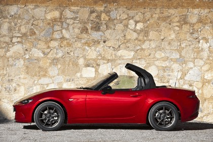 2015 Mazda MX-5 - UK version 34