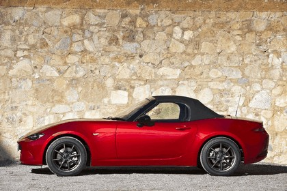 2015 Mazda MX-5 - UK version 35
