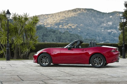 2015 Mazda MX-5 - UK version 45
