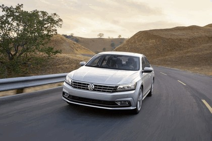 2016 Volkswagen Passat - USA version 11