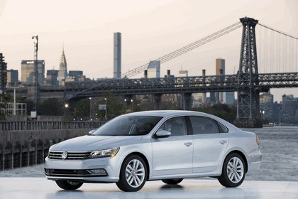 2016 Volkswagen Passat - USA version 19