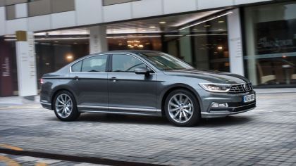 2015 Volkswagen Passat R-Line - UK version 9