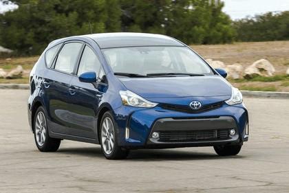 2016 Toyota Prius v 10