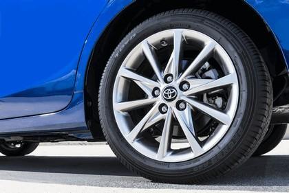 2016 Toyota Prius v 15