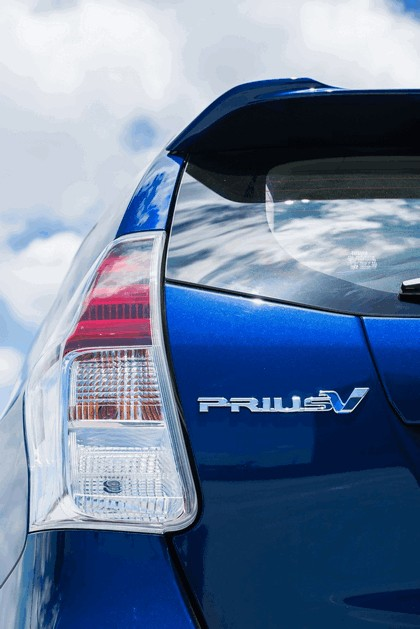 2016 Toyota Prius v 16