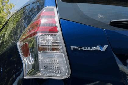 2016 Toyota Prius v 18