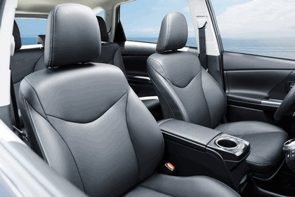 2016 Toyota Prius v 24