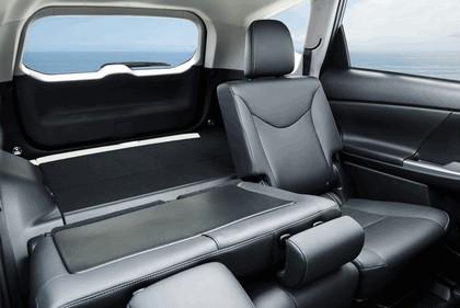 2016 Toyota Prius v 26