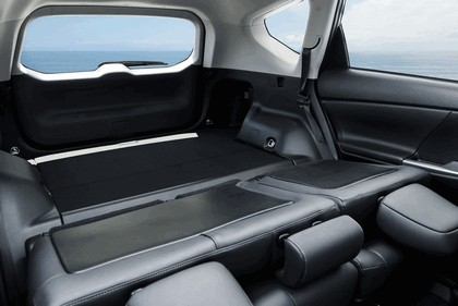 2016 Toyota Prius v 27