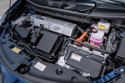 2016 Toyota Prius v 31