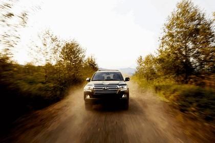 2016 Toyota Land Cruiser 8