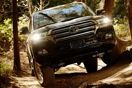 2016 Toyota Land Cruiser 23