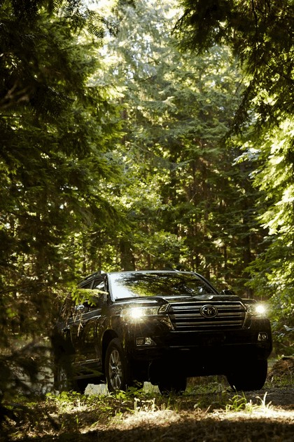 2016 Toyota Land Cruiser 24